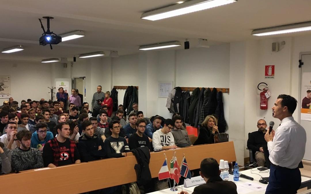 Sandro Gozi al Pascal per parlare ai giovani di Europa | Il Resto del Carlino